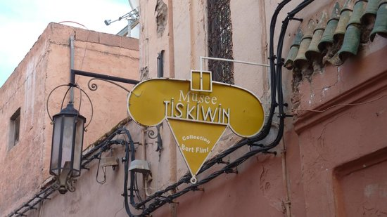 Maison Tiskiwin: L'enseigne du musée.