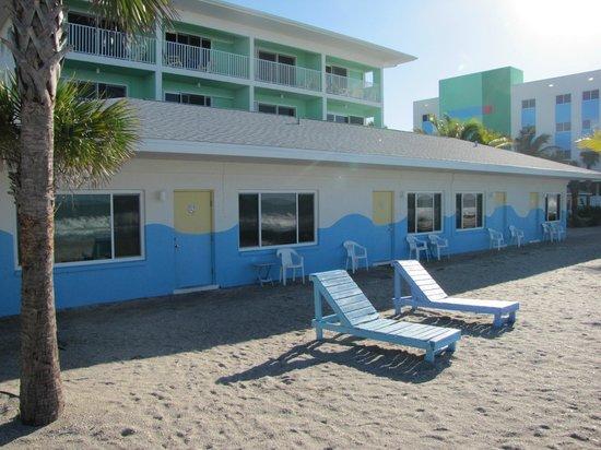 Weston's WannaB Inn: gulf side of Sandollar circle building