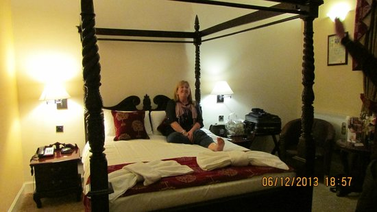 Argyll Hotel: Great big bed