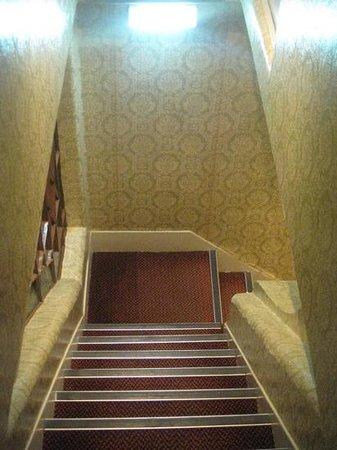 Castelo de Santa Catarina : Лифта нет. Таскать чемоданы по этим лестницам придется самим.