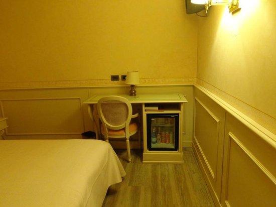 Hotel San Luca: Un angolo della stanza