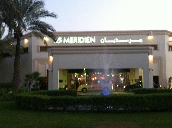 Le Meridien Dubai Hotel & Conference Centre : Haupteingang