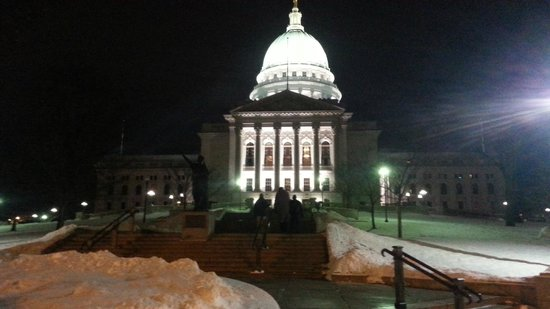 Wisconsin State Capitol: Capitol at night