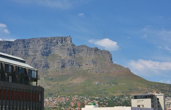 Hilton Cape Town City Centre: View of Table Mountain from our floor window