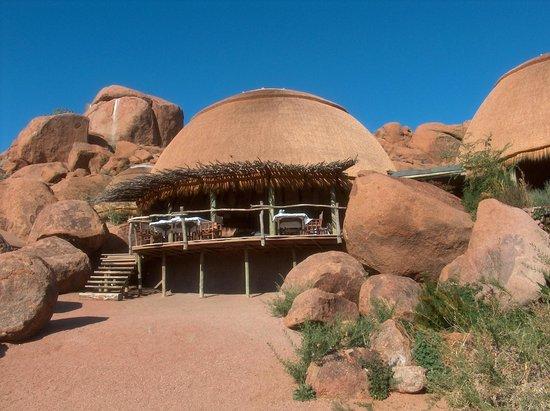 Camp Kipwe: nichée au milieu des blocs rocheux...