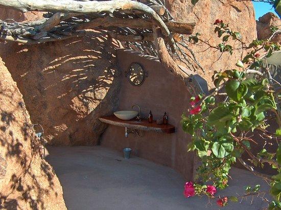 Camp Kipwe: la salle de bains extérieure...