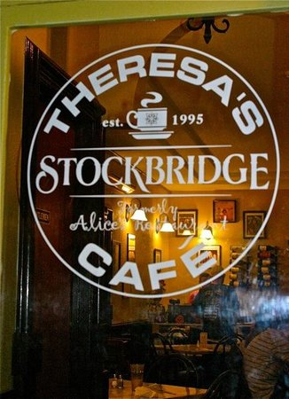 Theresa's Stockbridge Cafe: Looking through the glass door of Theresa's Cafe