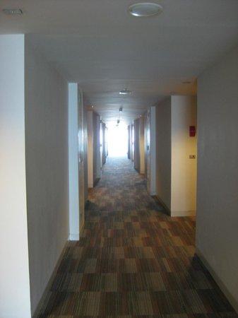 GLOW Pratunam : Hallway