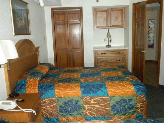 Beach Cove Resort : 713 Bedroom has built-in cabinets