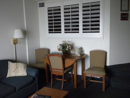 Beach Cove Resort : 713 Dining area and shutters opened to bedroom