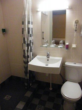 Kolonna Hotel Riga : Ванная комната