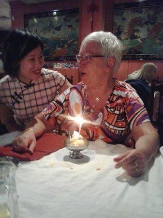 China Garden: Hier was Agnes 62 jaar en kreeg ze een verjaardags ijsje van de eigenaresse