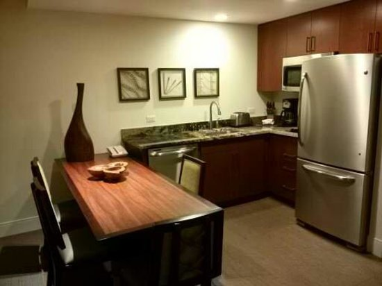 Kings' Land by Hilton Grand Vacations: Kitchen at the room