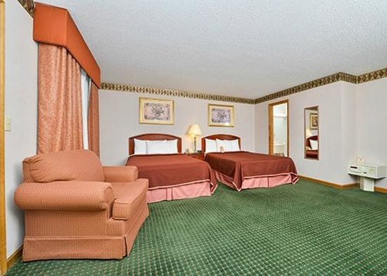 Howard Johnson Express Inn - Lenox: Two Double Beds
