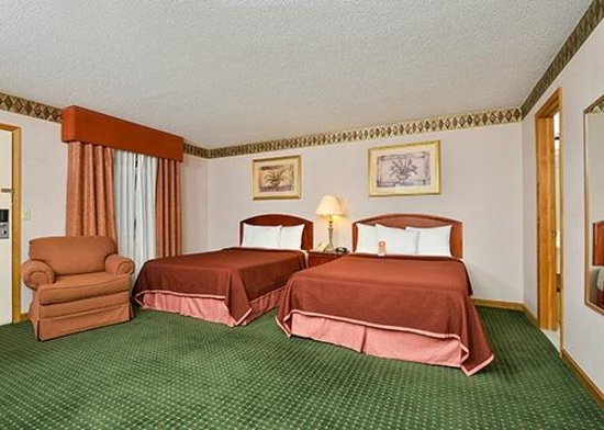 Howard Johnson Express Inn - Lenox: Two Beds Room