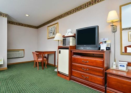 Howard Johnson Express Inn - Lenox: Room Amenities