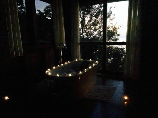 Secret Bay: relaxing bath