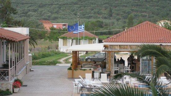 Plessas Palace Hotel: Nikos' place bar