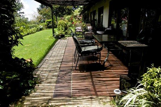 Pleasant Places Guesthouse: Main House Patio