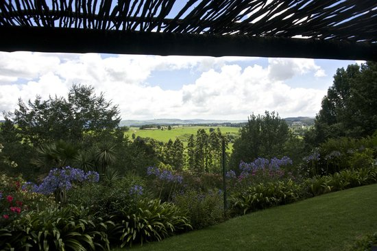 Pleasant Places Guesthouse: View from Main House Patio over the Lidgetton Valley