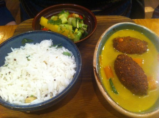 Food for Friends: Coconut curry with fried aubergine, courgettes and garden peas  with split pea and sesame dumpli