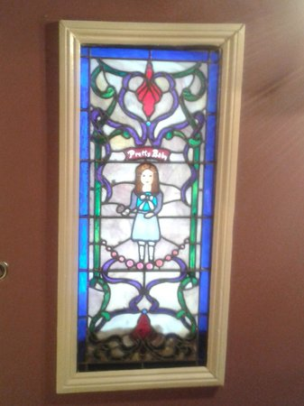 Columns Hotel: Stained Glass in Suite