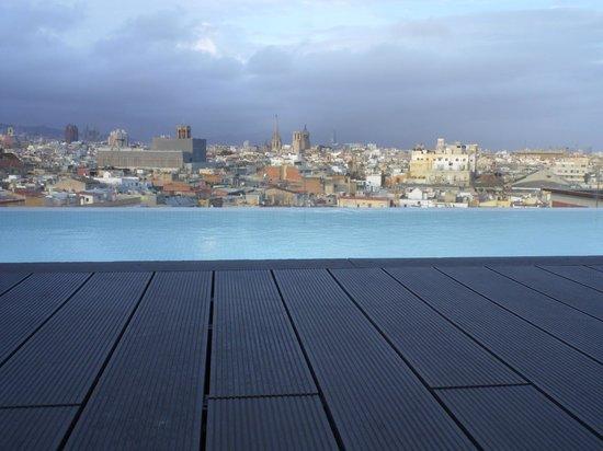 Andante: vue de la piscine du 11ème
