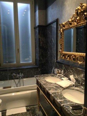 Hotel San Anselmo: Beautiful bathroom in our room!