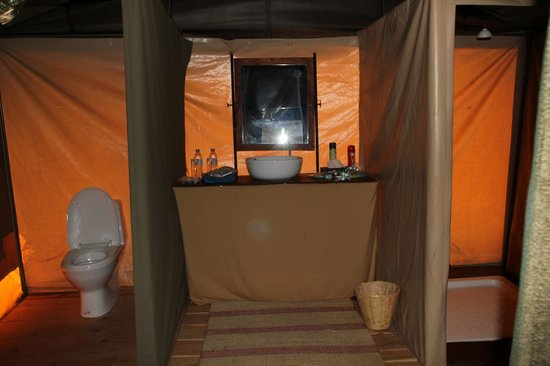 Ang'ata Camp Serengeti: Our tent bathroom!