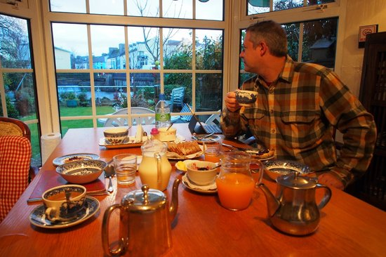 St. Martin's Bed and Breakfast: Tea at St Martin's