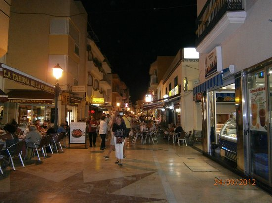 La Carihuela : calle Bulto at night
