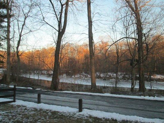 Wyndham Shawnee Village Resort : Front porch view from F21.