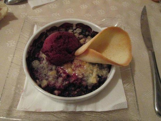 La Lauzetane : Crumble aux fruits rouges et glace cassis