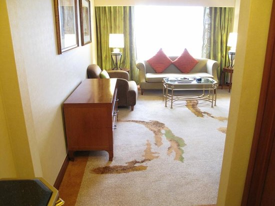 Sheraton Imperial Kuala Lumpur Hotel : The Living space in our suite
