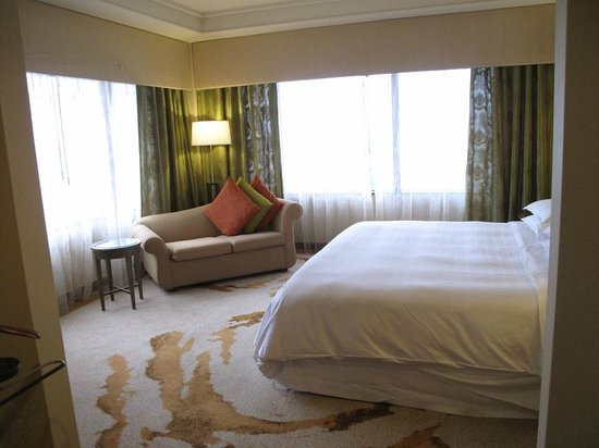 Sheraton Imperial Kuala Lumpur Hotel: Bedroom in our suite