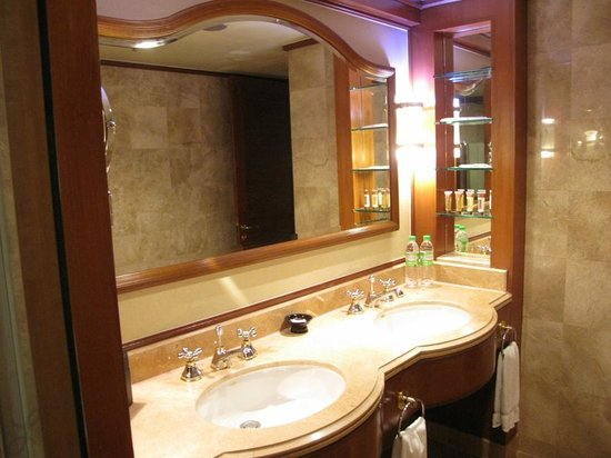 Sheraton Imperial Kuala Lumpur Hotel : Double sinks in the main bathroom connected to the bedroom