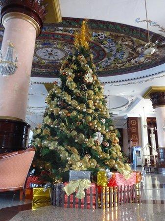 Hotel Riu Palace Las Americas: Christmas tree in lobby