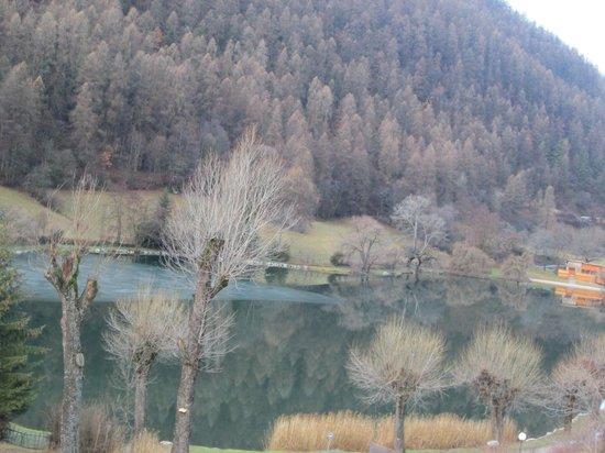 La Lauzetane : Vue sur le lac dégelé