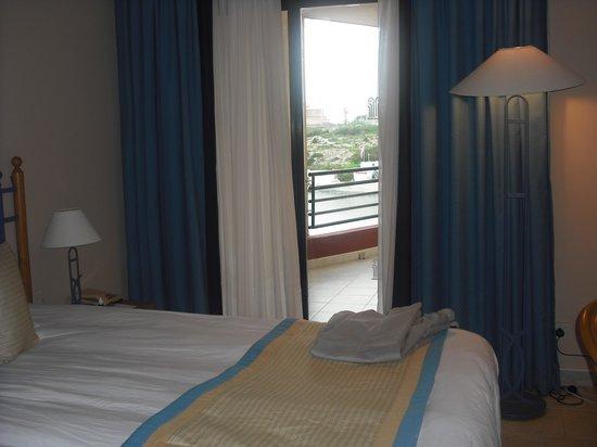 Marina Hotel Corinthia Beach Resort: Double Room & Balcony