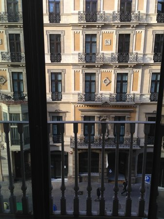 Hotel Pulitzer : Вид на улицу (по сути напротив на отель)