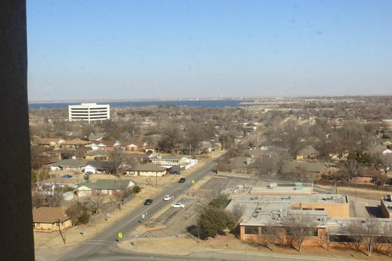Tower Hotel Oklahoma City : keep in mind it's winter so all the leaves are gone. it really is a pretty view of lake hefner.