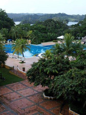 Melia Panama Canal: Vista do quarto - piscina, lago e mata