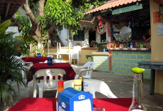 Restaurant el Manguito: Cerveza, si, but also ask for the raicilla