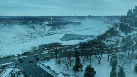 Sheraton on the Falls: 15th floor deluxe fallsview