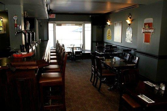 Danny Mac's Pub & Eatery : Front Room