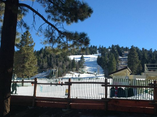 Snow Summit: Bottom View from the Beginner Slopes