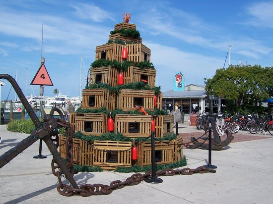 Eden House : Holiday Decorations on the Waterfront