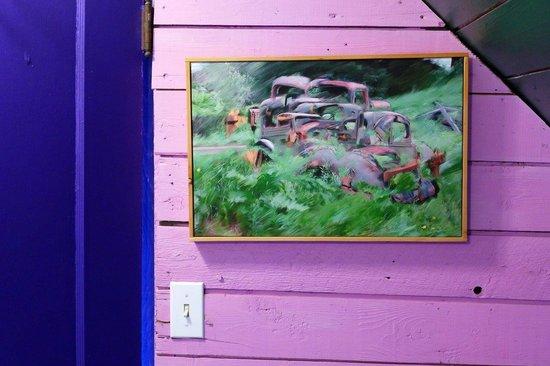 Mountain Thyme Getaway: Beautiful local art.