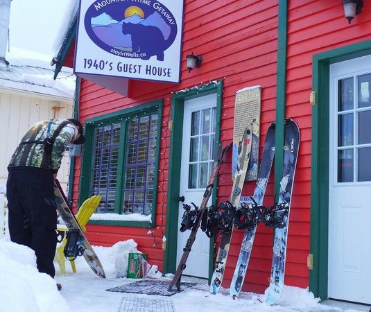 Mountain Thyme Getaway : Winter Paradise too! Skiing and Snowmobiling from your door.