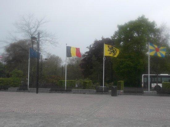 Station Brugge : Привокзальная площадь